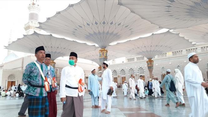 Jemaah haji Indonesia ibadah Arbain di Masjid Nabawi