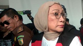 Terdakwa perkara berita bohong alias hoax Ratna Sarumpaet sesaat sebelum menjalani sidang dengan agenda pembacaan vonis hukuman di Pengadilan Negeri Jakarta Selatan, Kamis, 11 Juli 2019.