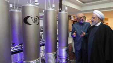 https://thumb.viva.co.id/media/frontend/thumbs3/2019/07/11/5d26b97861b64-kesepakatan-nuklir-iran-mengapa-batas-pengayaan-uranium-jadi-bagian-penting_375_211.jpg