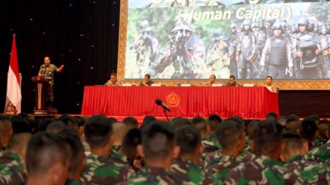 Sejumlah Calon Perwira Remaja (Capaja) TNI dan Polri mengikuti pembekalan.