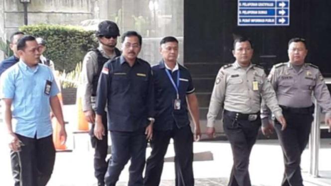 Gubernur Kepulauan Riau (Kepri), Nurdin Basirun, tiba di kantor KPK.