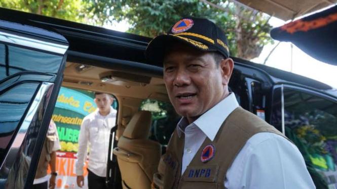 Kepada Badan Nasional Penanggulangan Bencana (BNPB) Letjen TNI Doni Monardo.
