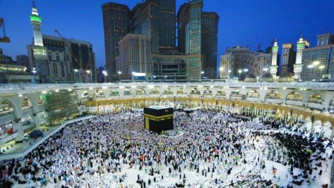 Ilustrasi: Ribuan Jamaah Haji Lakukan Thawaf