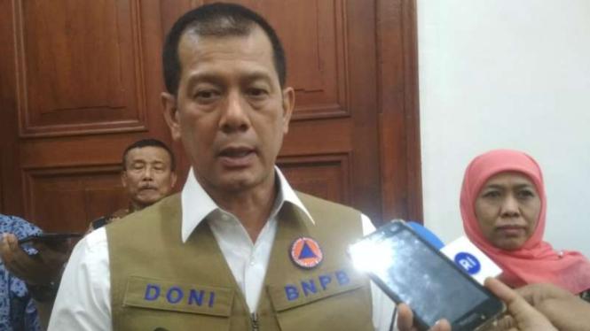 Kepala BNPB Letjen TNI Doni Monardo di Gedung Negara Grahadi Surabaya, Jawa Timur, pada Kamis malam, 11 Juli 2019.