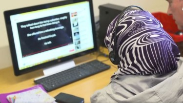 https://thumb.viva.co.id/media/frontend/thumbs3/2019/07/12/5d281b587b662-walau-kuasai-bahasa-inggris-warga-muslim-di-australia-sulit-dapat-pekerjaan_375_211.jpg