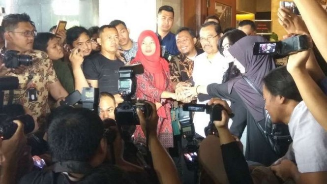 Terpidana kasus UU ITE, Baiq Nuril, dan Jaksa Agung HM Prasetyo