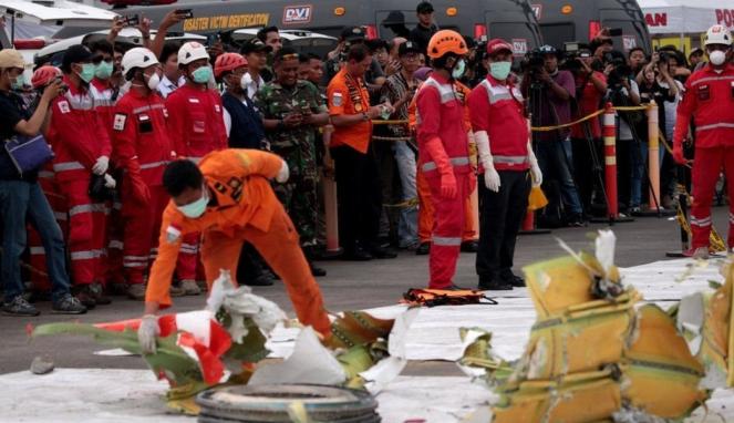 https://thumb.viva.co.id/media/frontend/thumbs3/2019/07/12/5d284132c8984-keluarga-korban-jatuhnya-boeing-737-max-di-indonesia-tak-menerima-ganti-rugi-yang-semestinya_663_382.jpg
