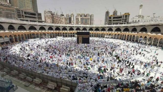Jemaah haji dari berbagai negara mulai memadati kawasan Masjidil Haram, Mekah.