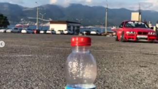 Mobil lakukan aksi bottle cap challenge.