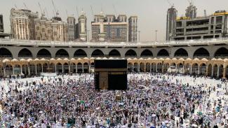 Jamaah haji usai salat di Masjidil Haram