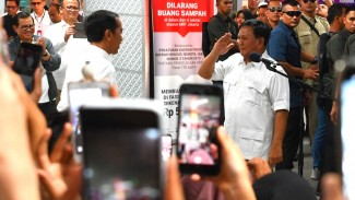 Pertemuan Jokowi-Prabowo di Stasiun MRT Jakarta