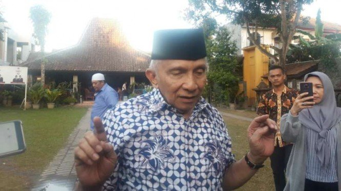 https://thumb.viva.co.id/media/frontend/thumbs3/2019/07/13/5d29cad7990e8-ketua-dewan-kehormatan-partai-amanat-nasional-rais-saat-ditemui-di-rumahnya-di-y_665_374.jpg