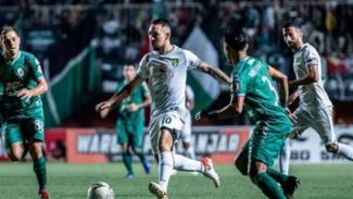 Persebaya Surabaya vs PSS Sleman.