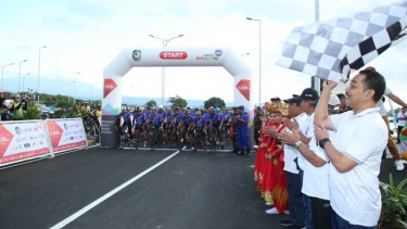 https://thumb.viva.co.id/media/frontend/thumbs3/2019/07/13/5d29f6a743404-lagi-banyuwangi-gelar-sport-tourism_375_211.jpg