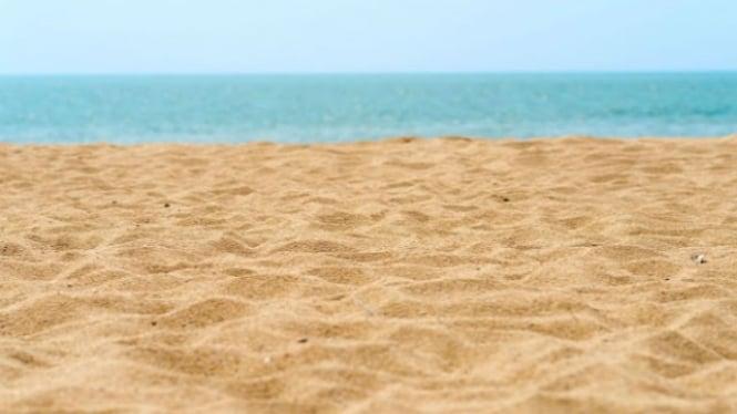 Ilustrasi pasir pantai.