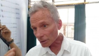 Ahli Geologi AS, Profesor Rolland A. Harris.