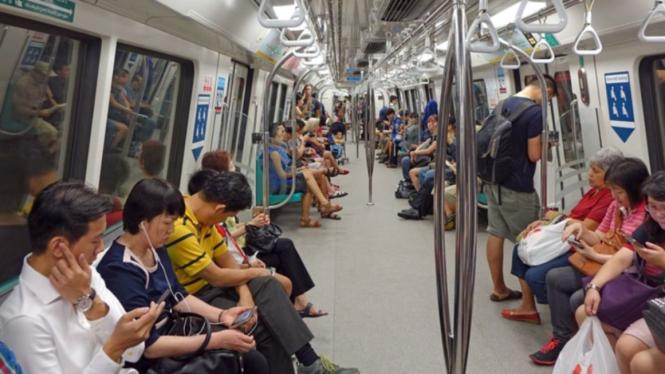 Ilustrasi penumpang kereta