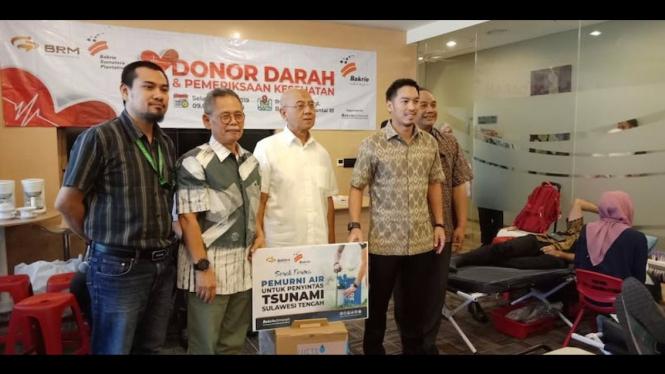 PT Bumi Resources Minerals Tbk menyelenggarakan kegiatan Donor Darah dan serah terima 10 unit mesin portable pemurnian air dari Yayasan Bakrie Amanah untuk disalurkan kepada korban tsunami Palu yang diselenggarakan di gedung Bakrie Tower, Jakarta Selatan.