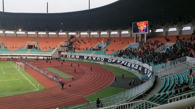 Rusuh suporter Tira Persikabo dan Persija di Stadion Pakansari