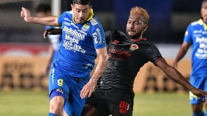 Pertandingan Liga 1 antara Persib Bandung kontra Kalteng Putra