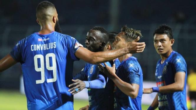 Pemain Arema FC selebrasi gol