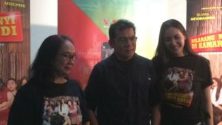R. Ade Puspa, Mathias Mutchus, Elvira Devinamita berkunjung ke kantor VIVA