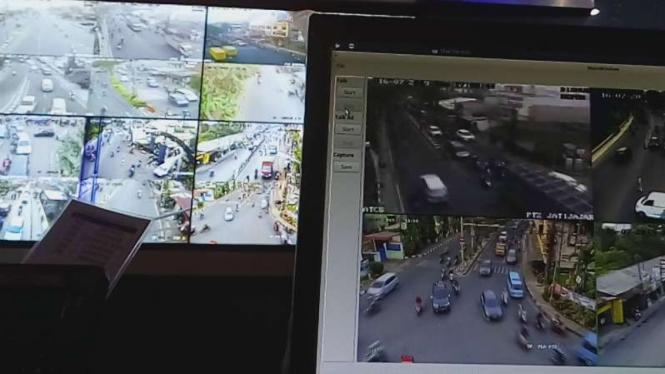 Pantauan lalu lintas di kota Depok, Jawa Barat, melalui ruang kontrol.