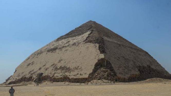 Piramida Bengkok
