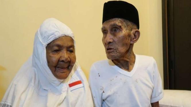 Jemaah haji asal Maluku, Mahmud (85) dan istrinya Mak Cum (75)