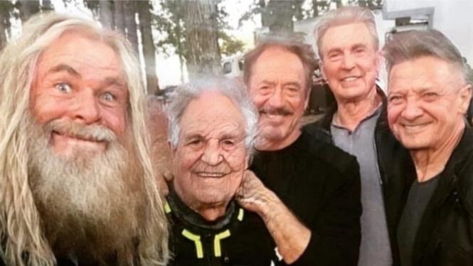 Hasil FaceApp Avengers
