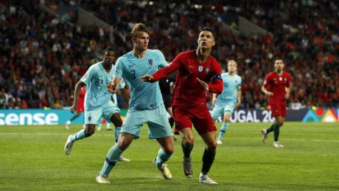 Matthijs de Ligt berduel dengan Cristiano Ronaldo di Final UEFA Nations League