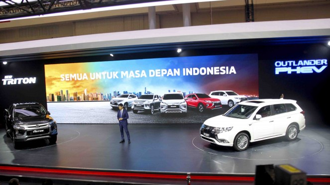 Mitsubishi New Triton dan Outlander PHEV