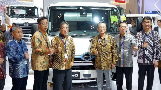 Truk Hino Dutro Hybrid dipamerkan di GIIAS 2019