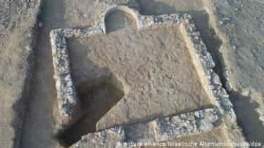 https://thumb.viva.co.id/media/frontend/thumbs3/2019/07/18/5d30938262e4c-arkeolog-temukan-masjid-1200-tahun-di-israel_375_211.jpg