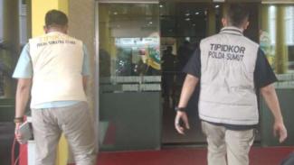 Polisi geledah kantor Dispora Sumut, Kamis, 18 Juli 2019.