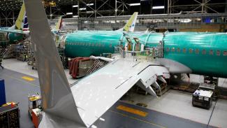 https://thumb.viva.co.id/media/frontend/thumbs3/2019/07/19/5d3115826244b-boeing-merugi-rp68-triliun-karena-larangan-terbang-737-max_325_183.jpg
