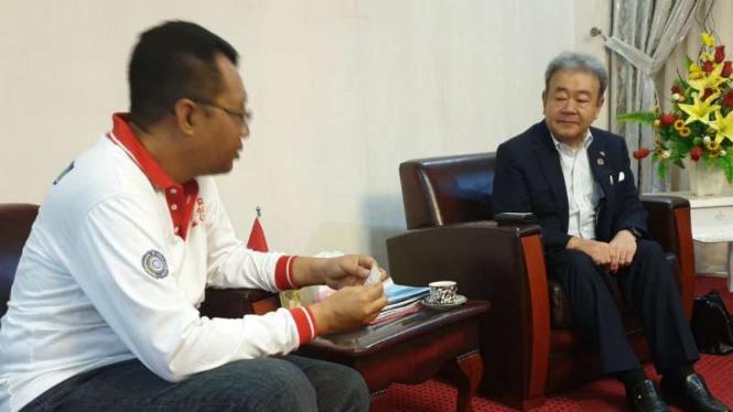 Gubernur Nusa Tenggara Barat Zulkieflimansyah menerima Presiden Director Iida Group Holding Yoichi Nishikawa di kantornya di Mataram, Kamis, 18 Juli 2019.