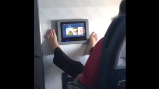 https://thumb.viva.co.id/media/frontend/thumbs3/2019/07/19/5d317e03ea0ba-penumpang-pesawat_325_183.jpg