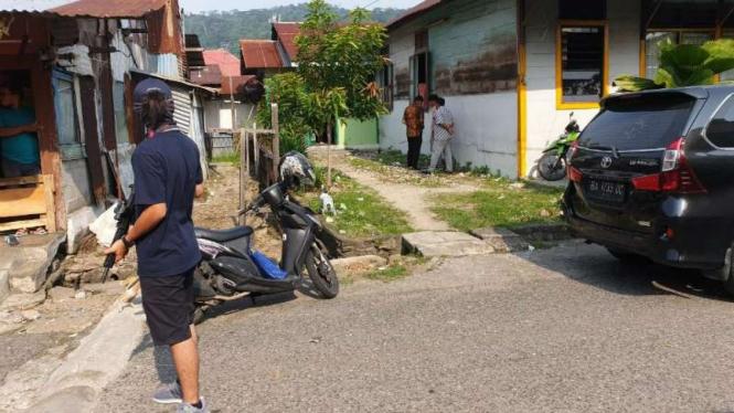 Rumah seorang terduga teroris yang ditangkap oleh Densus 88 Antiteror Polri di Kota Padang, Sumatera Barat, Jumat, 19 Juli 2019.