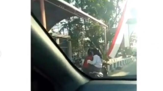 Laki-laki dorong motor