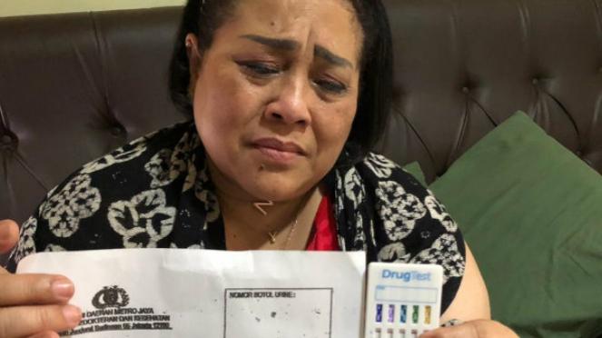 Nunung ditangkap polisi karena kasus narkoba.