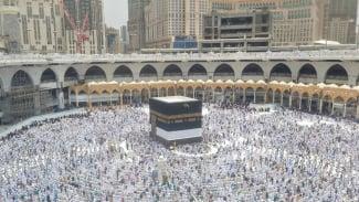 https://thumb.viva.co.id/media/frontend/thumbs3/2019/07/19/5d31dc530b5cc-suasana-masjidil-haram-usai-salat-jumat-19-juli-2019_325_183.jpg