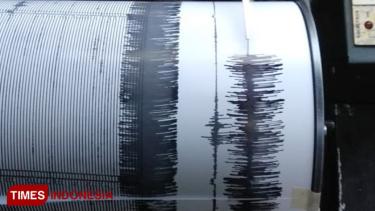 https://thumb.viva.co.id/media/frontend/thumbs3/2019/07/19/5d31e6b527d84-gunung-bromo-kembali-erupsi-kondisi-masih-kondusif_375_211.jpg