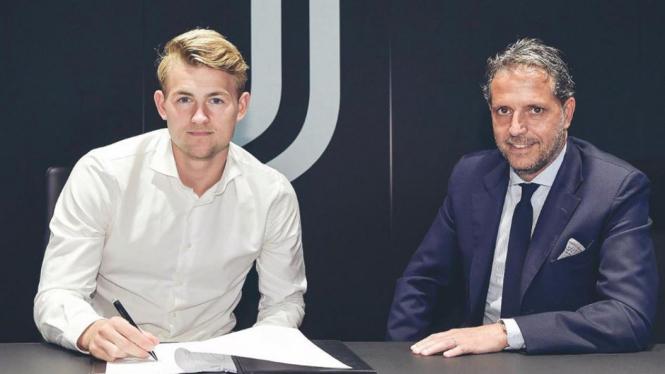 Bek anyar Juventus, Matthijs De Ligt (kiri)