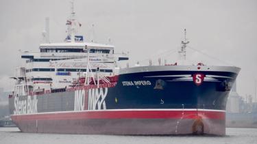 https://thumb.viva.co.id/media/frontend/thumbs3/2019/07/20/5d326cea1a1ac-militer-iran-sita-kapal-tanker-inggris-menlu-inggris-peringatkan-konsekuensi-serius_375_211.jpg