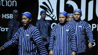 Penampilan Line Judges Indonesia Open 2019 di babak semifinal.