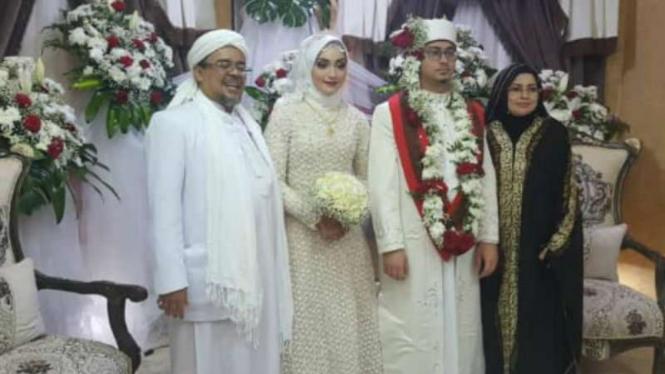 Habib Rizieq menikahkan putrinya di Mekah