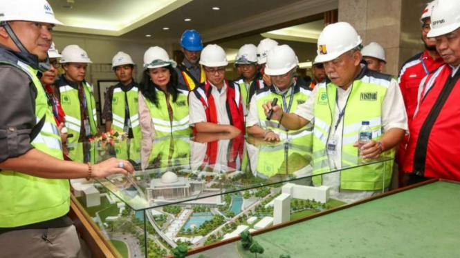 Menteri PUPR Basuki Hadimuljono meninjau renovasi Masjid Istiqlal, Jakarta.