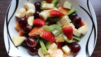 ilustrasi salad buah