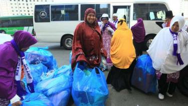 Jemaah haji asal Sidrap Sulsel saat belanja di Mekah, Arab Saudi.